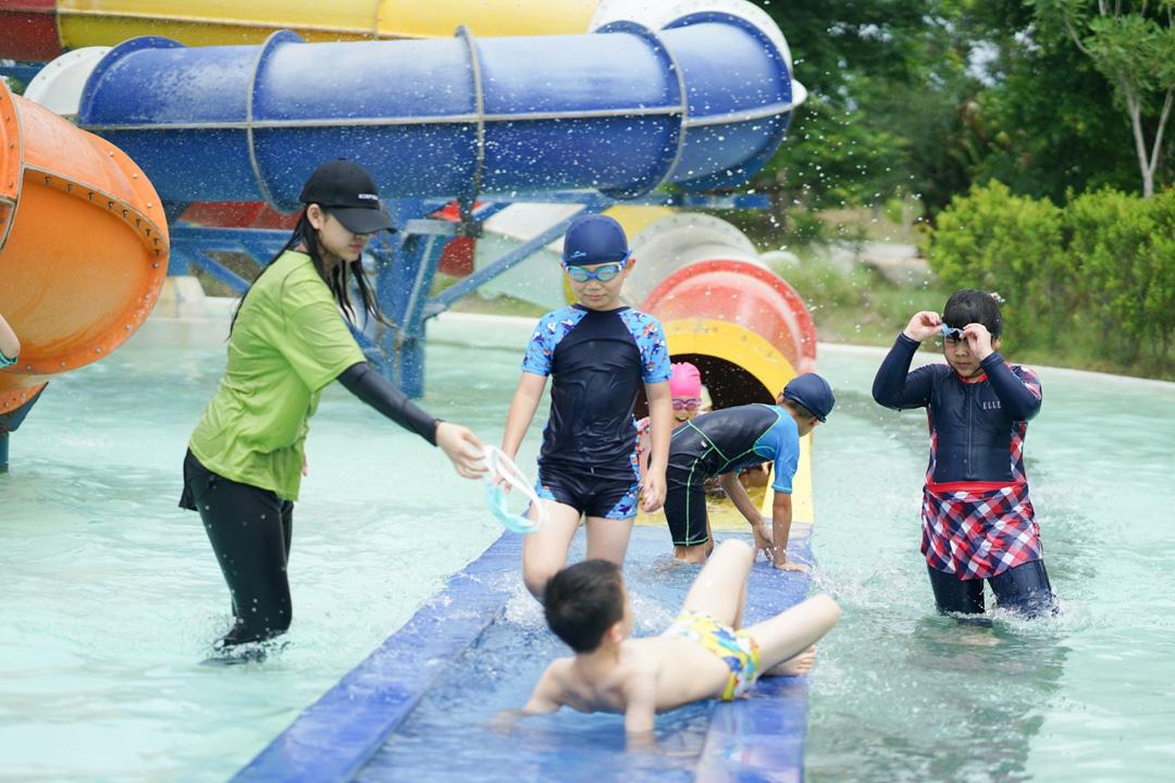 NIS-Summer-School-2019-Day-25-Tube-Trek-93